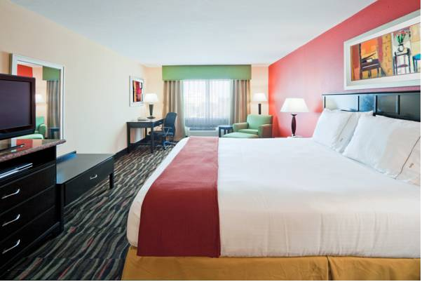 Photo of guestrooms at Holiday Inn Express Hotel & Suites Ft. Lauderdale Air/Sea Port
